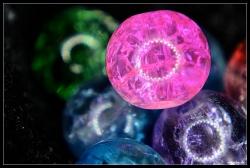 Glasperlen auf Velour, Makro, LED-Ringleuchte