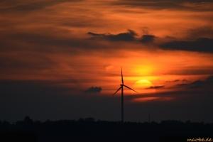 Windrad im Sonnenuntergang