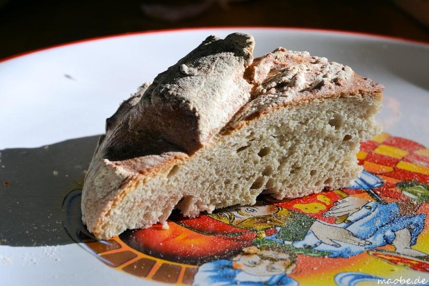 Brot auf Pizzateller, Makro
